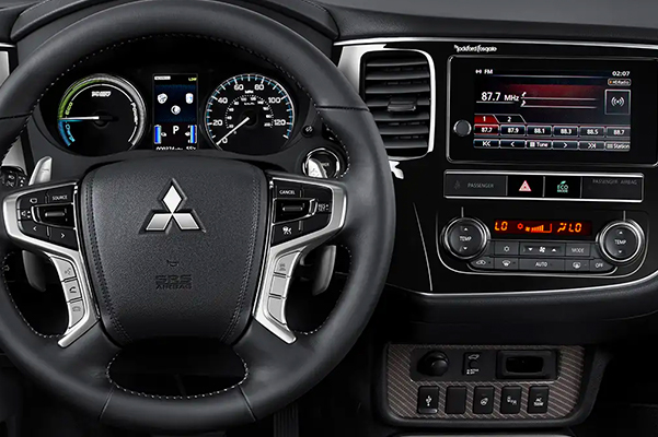 2019 Mitsubishi Outlander PHEV Interior & Technology