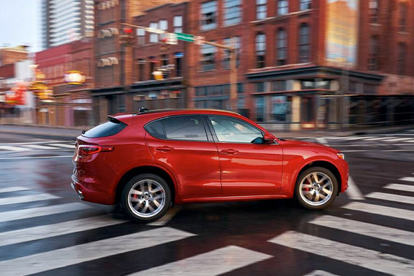 Alfa Romeo Stelvio in motion side view