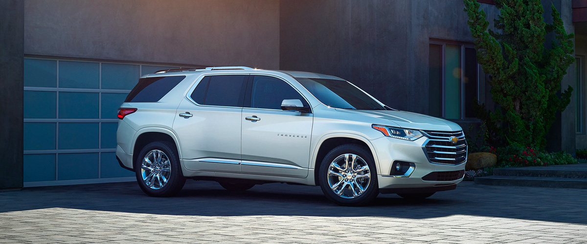 2020 Chevrolet Traverse Mid-Size SUV Front Side View Parked