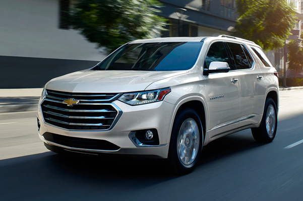 2020 Chevrolet Traverse Mid-Size SUV Front Side View Driving