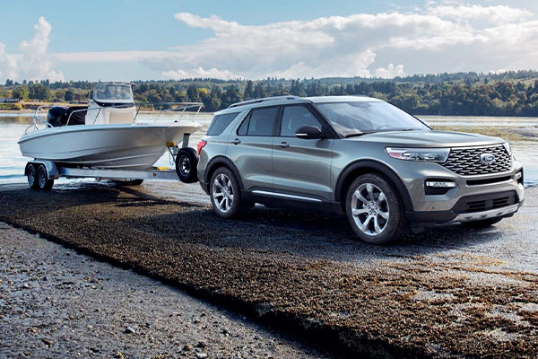 2020 Ford Explorer towing a boat