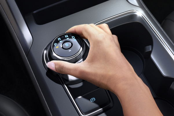 Person using the standard rotary gear shift dial