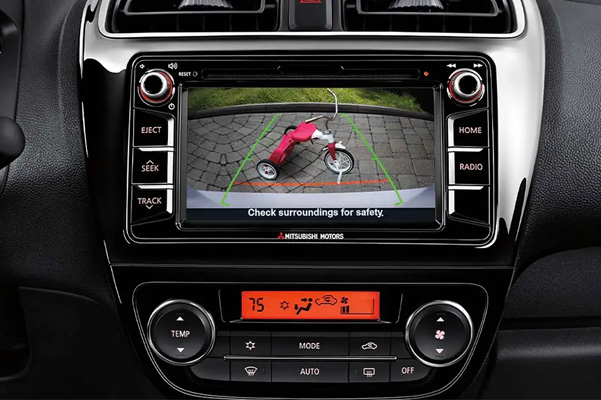 Rearview camera system with an obstacle in view, with 6.5 inches Smartphone-link Display Audio System