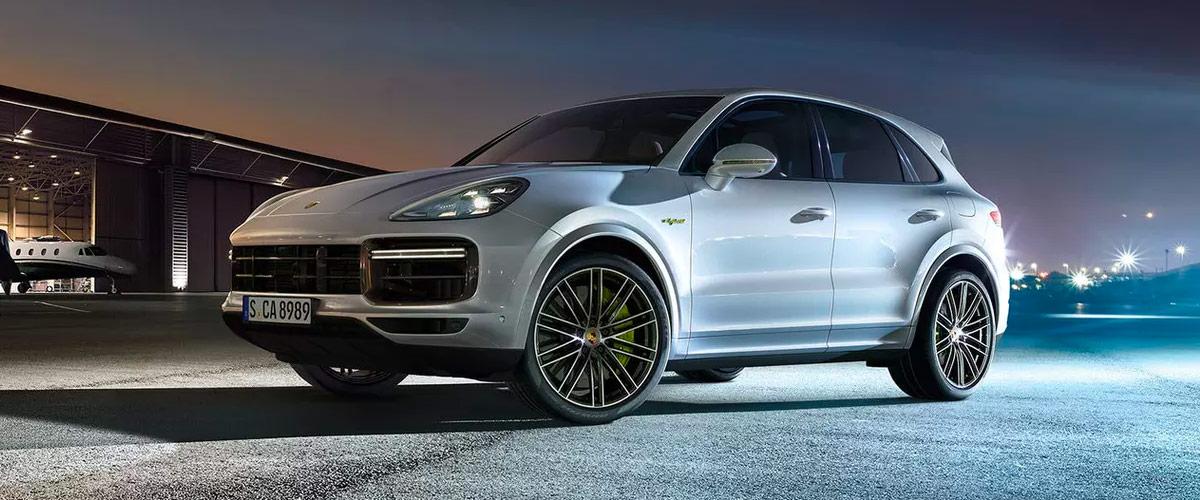 2020 Porsche Cayenne header