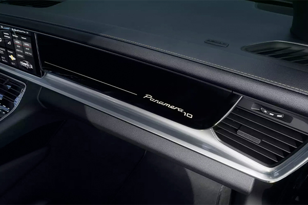 2020 Porsche Panamera dashboard view
