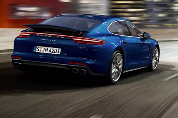Porsche Panamera Models - Night View