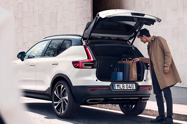 2020 Volvo XC40 rear space