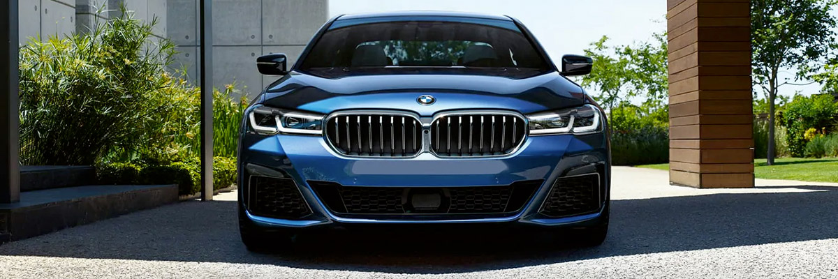 From the design of the kidney grille to the sporty front bumper available with the optional M Sport Package, the 5 Sedan exudes energy and attitude from every angle.