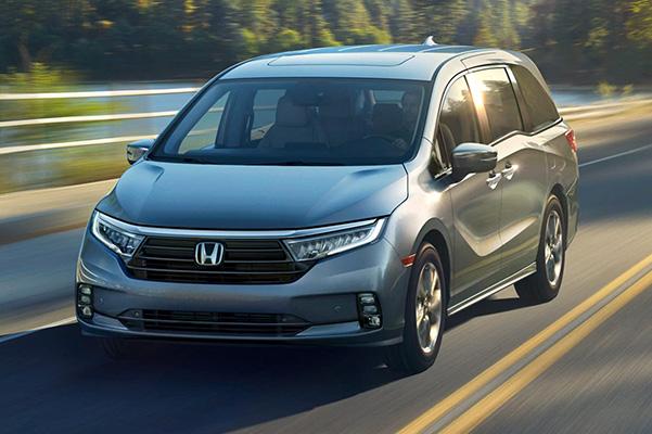2021 Honda Odyssey on highway