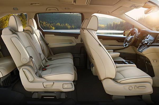 2021 Honda Odyssey interior side view