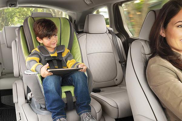 2021 Honda Odyssey child sitting in rear seat