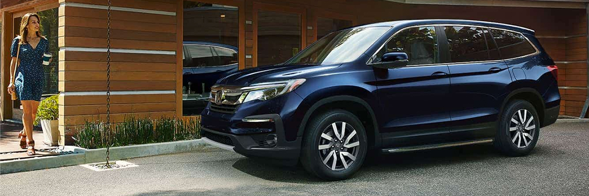 Obsedian Blue Pearl 2021 Honda Pilot parked in a driveway