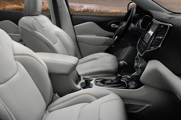 The interior of the 2021 Jeep Cherokee focusing on the front seats.