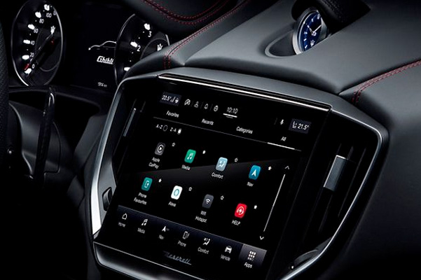 2021 Maserati Ghibli center console