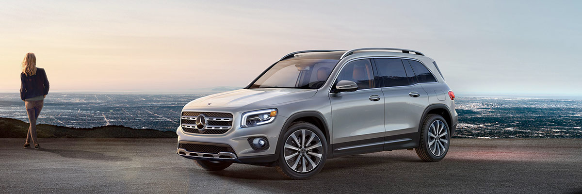 2021 Mercedes-Benz GLB Front overlooking mountain view