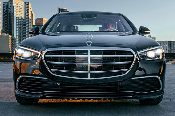 2021 Mercedes-Benz S-Class front view city background