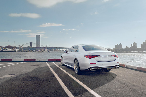2021 Mercedes-Benz S-Class rear view, parked with city scape background