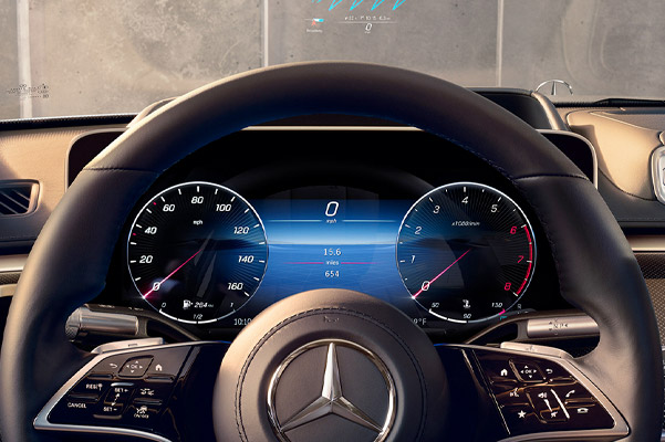 2021 Mercedes-Benz S-Class steering wheel and heads up display