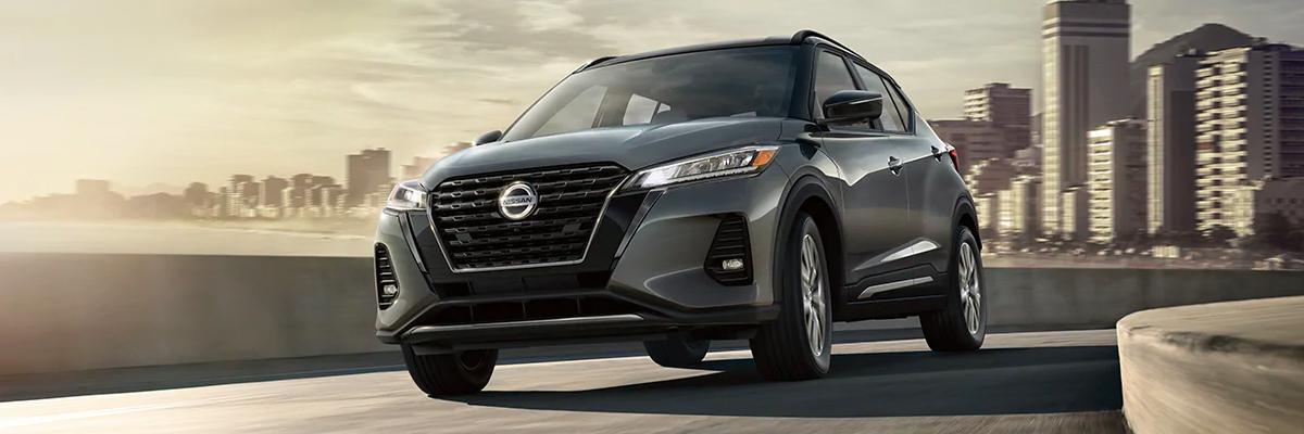 Nissan Kicks in Boulder Gray Pearl / Super Black
