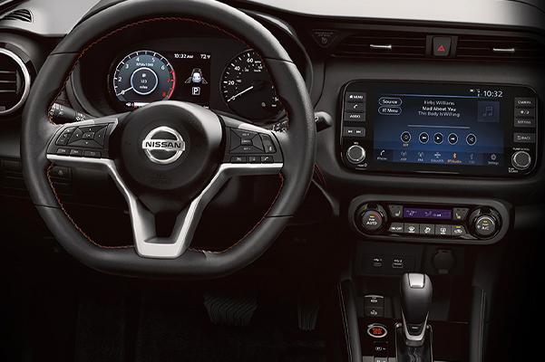 Nissan Kicks D-shaped steering wheel