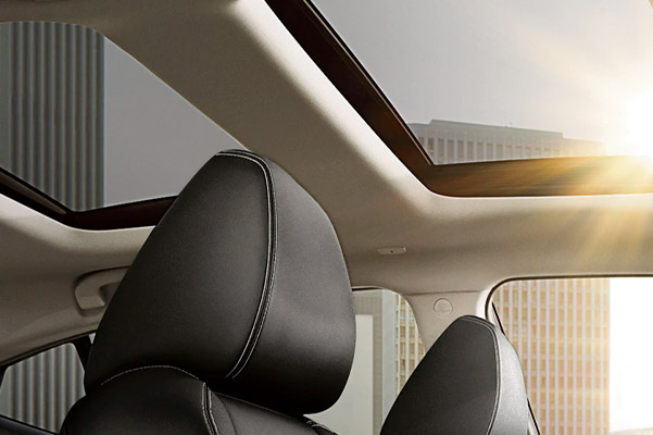 2021 Nissan Maxima dual-panel panoramic moonroof