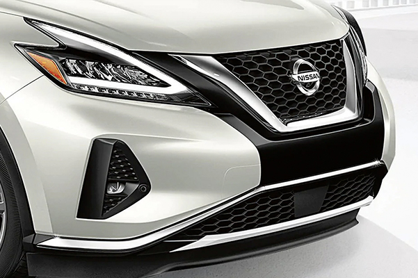 Nissan Murano showing v-motion grille