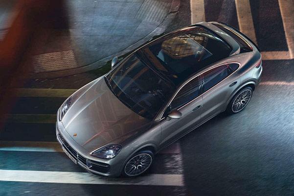 2021 Porsche Cayenne – Crosswalk