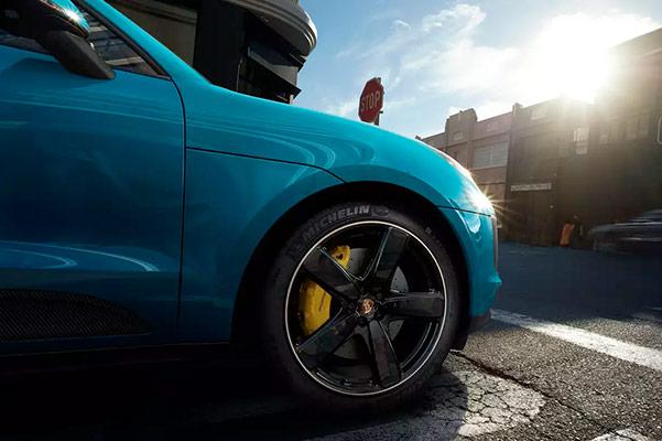 2021 Porsche Macan front tire