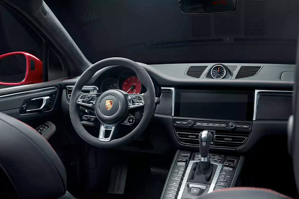 2021 Porsche Macan dashboard