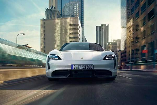 2021 Porsche Panamera front of car