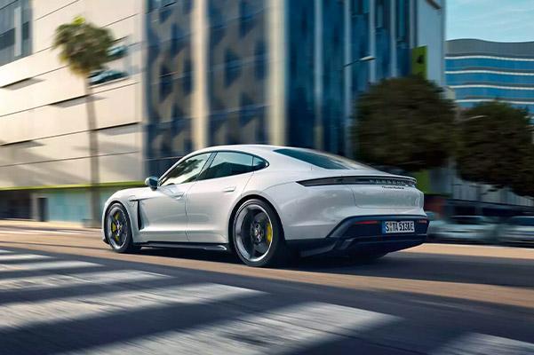 2021 Porsche Panamera dashboard