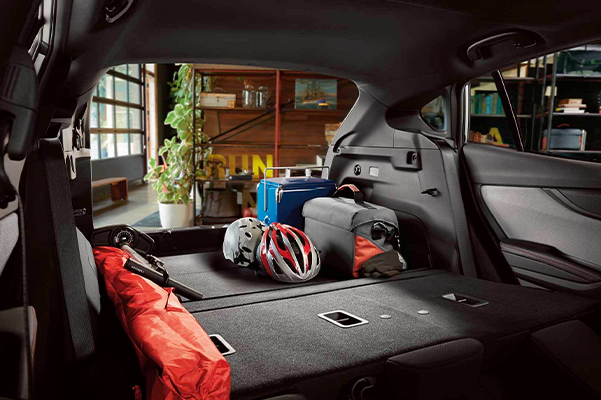 Spacious 5-door cargo area with up to 55.3 cu. ft. of space and 60/40-split flat-folding seatbacks