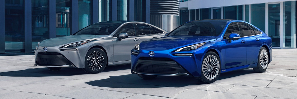 Limited shown in Heavy Metal and Limited shown in Hydro Blue with available 20-in. Super Chrome aluminum alloy wheels. Prototype vehicles shown with options using visual effects.