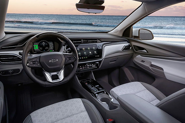 Front seats and dashboard of 2022 Chevy Bolt EUV