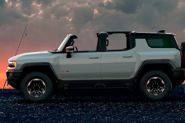 2022 HUMMER EV parking on rocks